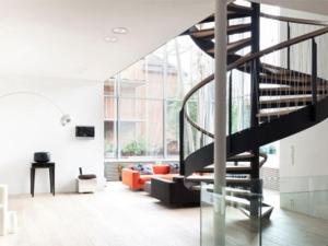 Các mẫu cầu thang đẹp, hiện đại và sang trọng cho nhà ống